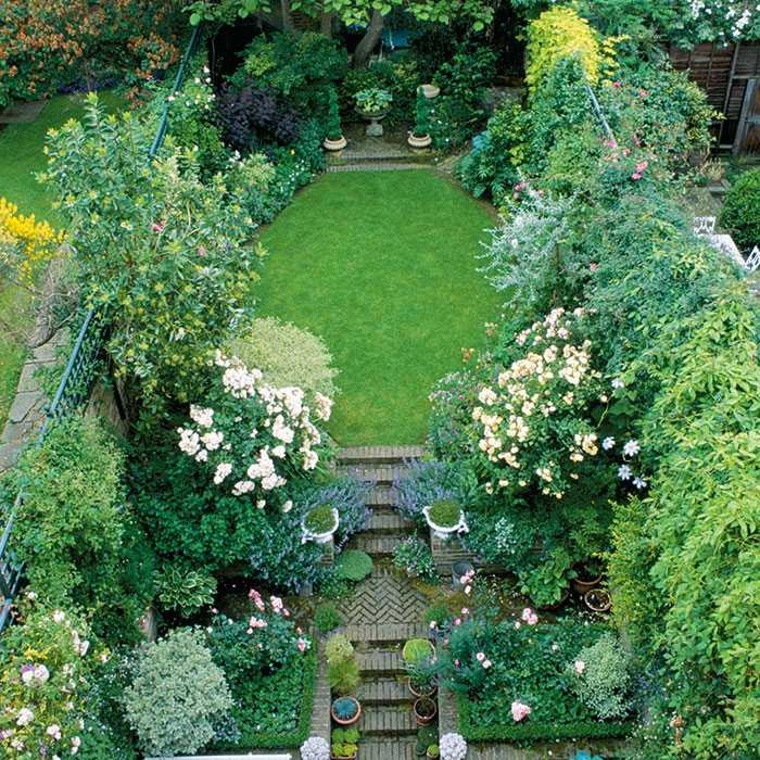8 Beautiful Backyards to Drool Over - Gorgeous Garden