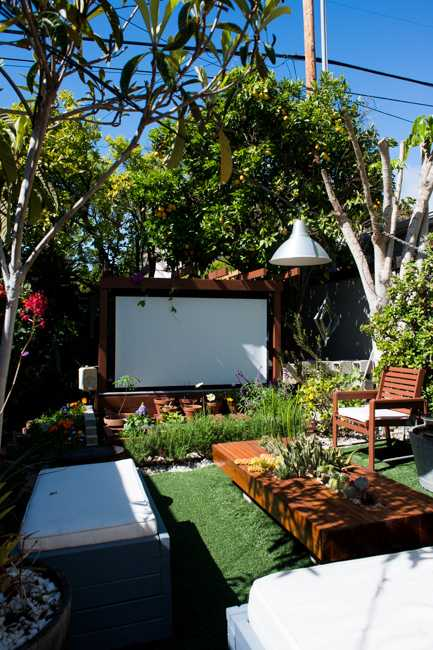 8 Beautiful Backyards to Drool Over - Outdoor Theatre