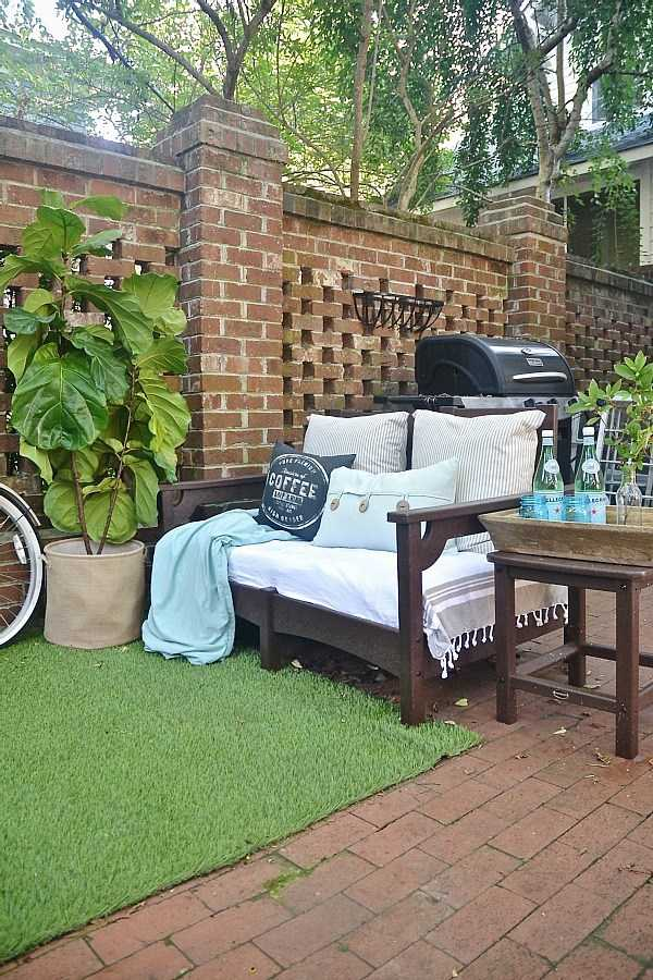 8 Beautiful Backyards to Drool Over - Brick Patio