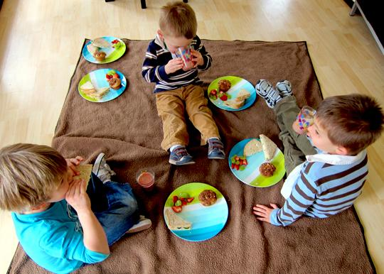 indoor activities - indoor picnic